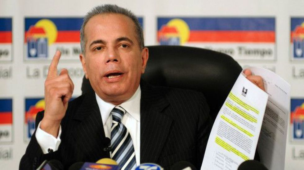 Manuel Rosales. Un Nuevo Tiempo. Excandidato presidencial frente a Chávez en el 2006, fue detenido en octubre en maracaibo, tras seis años de exilio en Perú.