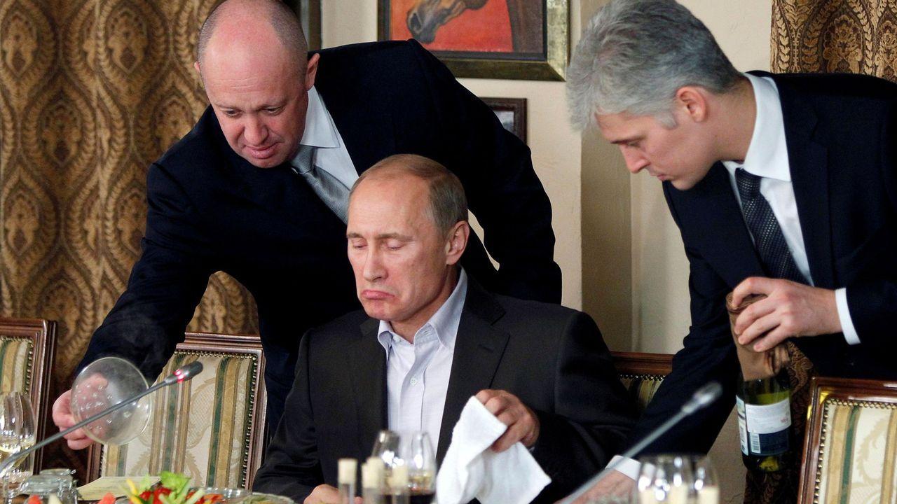 Yevgeni Prigozhin (a la izquierda)  se ganó el apodo de chef del presidente ruso por los numerosos contratos de cáterin con el Kremlin