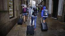 Como está quedando aún más claro durante la pandemia del coronavirus, sin turismo y sin turistas Santiago pierde su principal fuente de ingresos