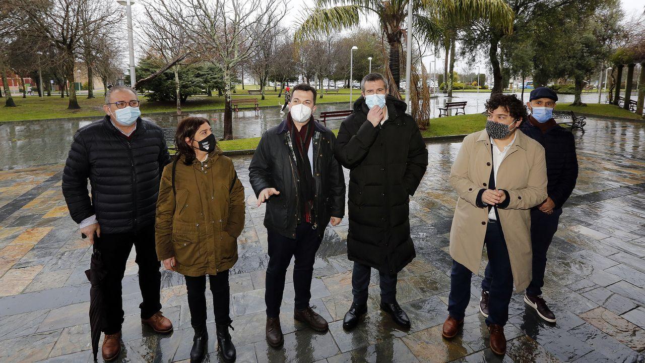 Las irregularidades en las vacunaciones se suceden.Cartel en defensa de la hostelería en Valencia