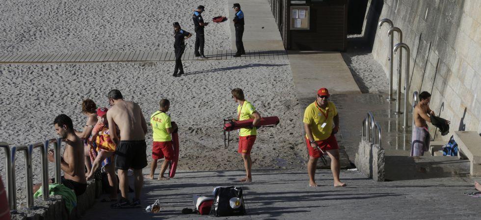 La Policía Local y los equipos de Salvamento vigilaron el cierre.