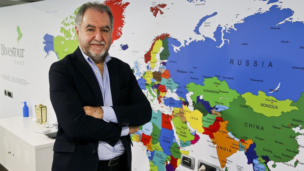 Entrevista a Alfonso Rueda sobre las restricciones y ayudas a la hostelería.Crucero Barreras Ritz Carlton