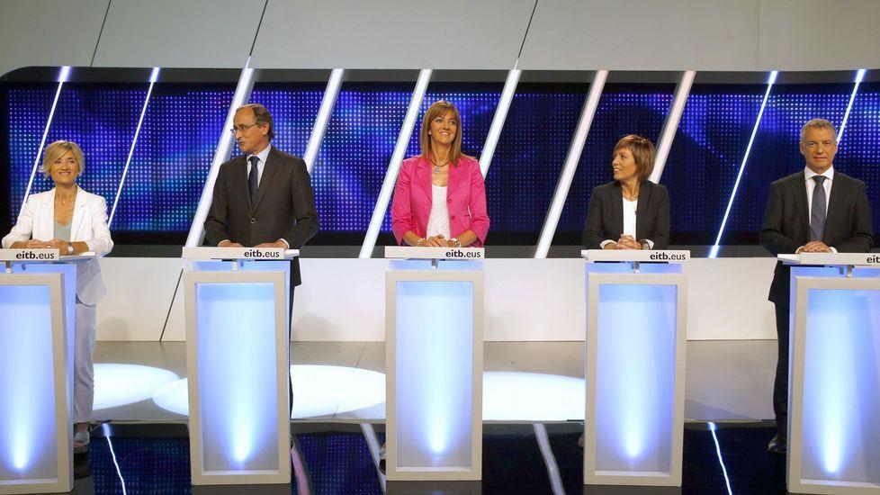 Pili Zabala, al lado de Alfonso Alonso, durante el debate.