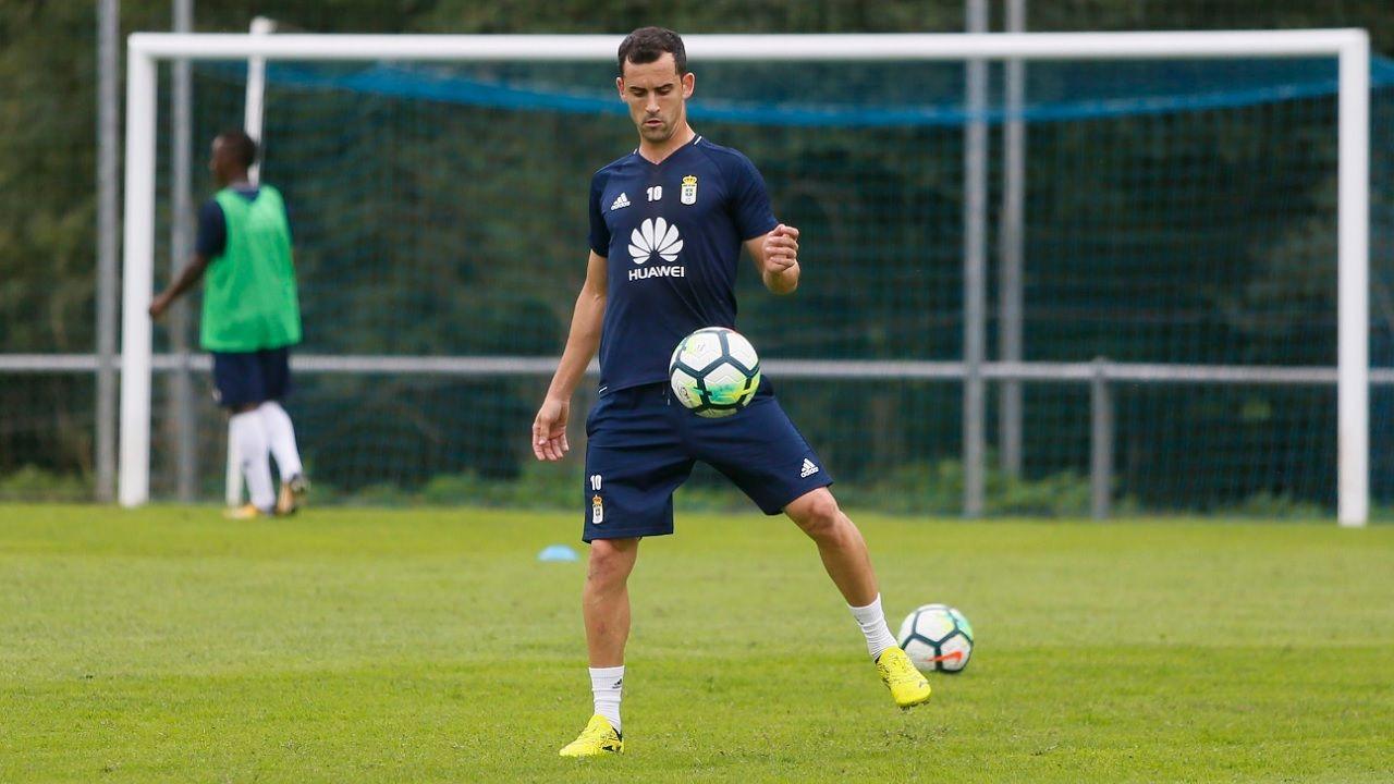 Miguel Linares durante un entrenamiento con el Real Oviedo