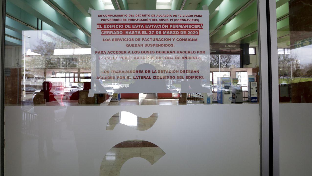 Carteles en la estación de autobuses de A Coruña