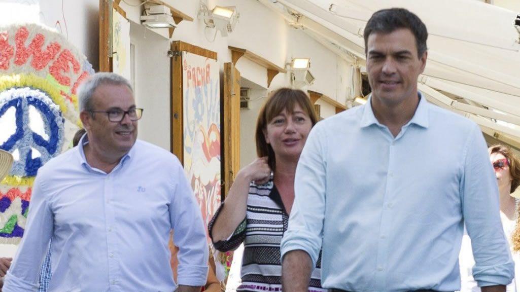 Soraya Rodríguez abandona la sede local del PSOE entre acusaciones de «traición».Cartel anunciador de la exposición sobre los 125 años de la Agrupación Socialista Gijonesa