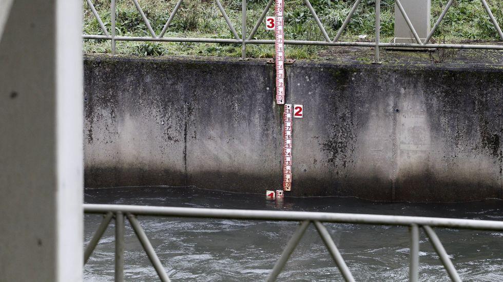 Medidor de caudal en el Cabe instalado a la altura del azud de Ribas Altas