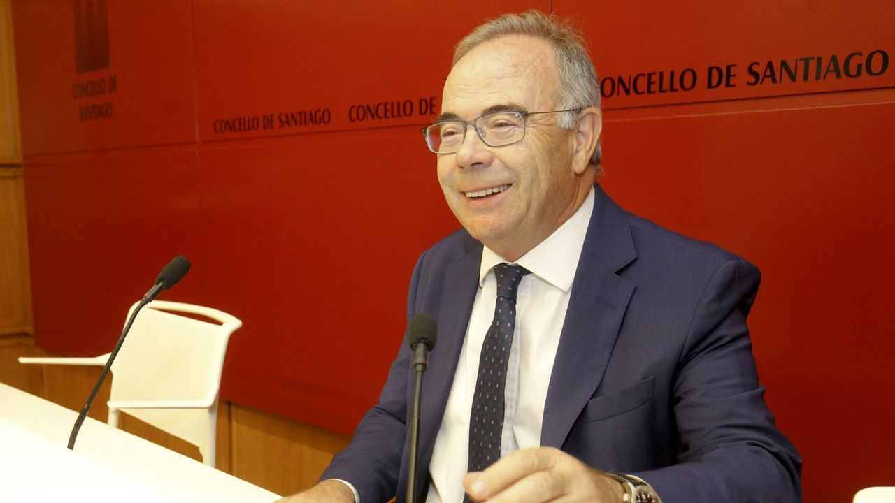 Mario Caamaño, traballando na Eira do Rego, en Rego dos Podres