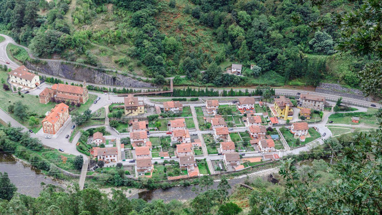 La despedida por un mes de la hostelería coruñesa.Imagen aérea del Poblado Minero de Bustiello, Mieres