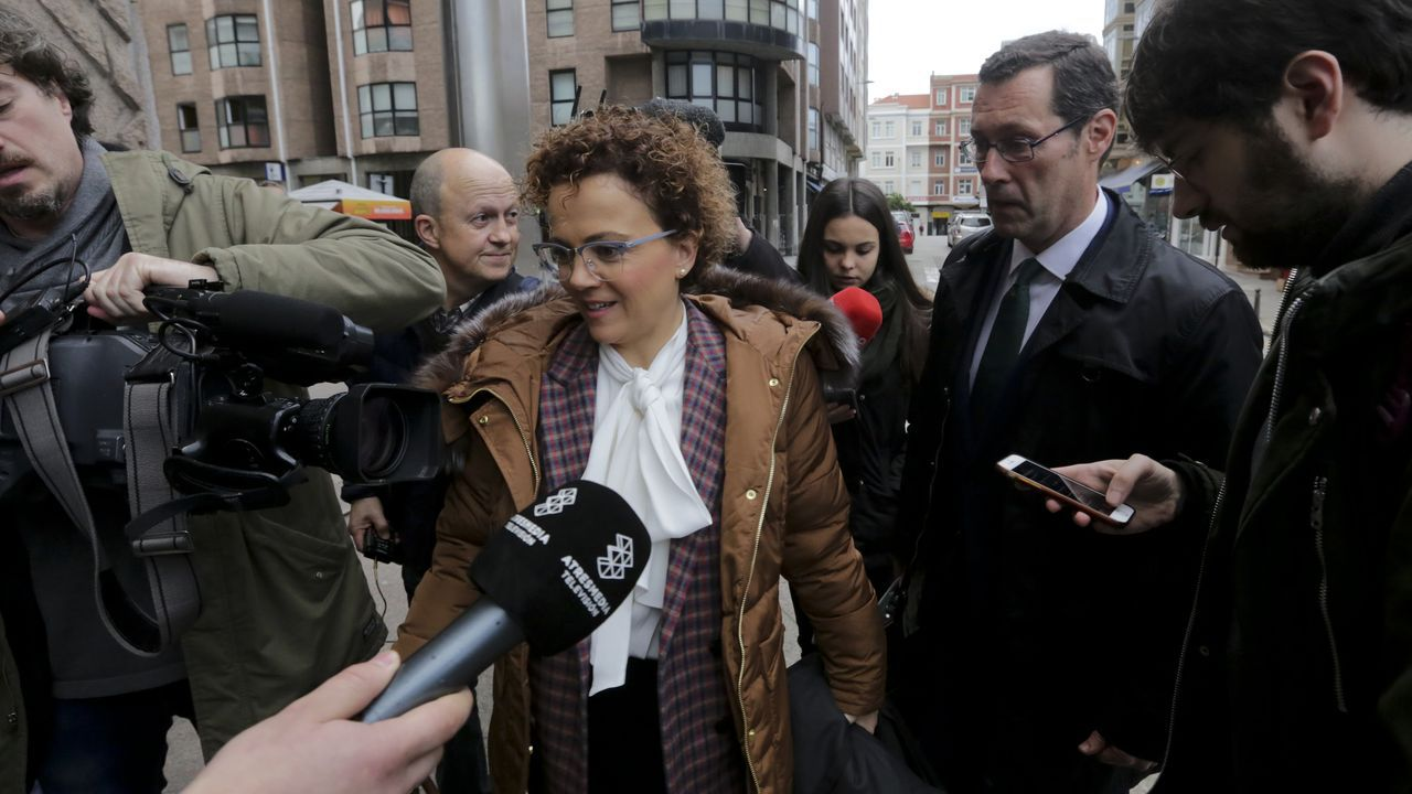 Los abogados del Estado que presentaron la demanda para recuperar el pazo de Meirás, este viernes tras la audiencia previa al juicio, que comenzará el próximo 6 de julio en A Coruña