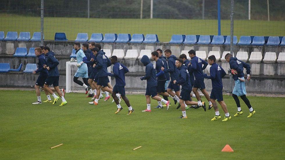 Requexon Real Oviedo Horizontal.Los futbolistas corren durante el entrenamiento de hoy