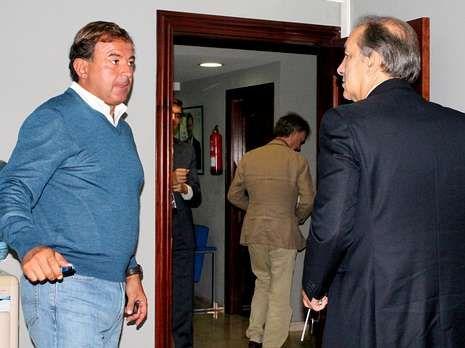 <span lang= es-es >Dos hombres y un destino</span>. Juan Guerra y José Manuel Figueroa, dos nombres barajados como candidatos a la alcaldía de la ciudad, ensalzaron ayer las inversiones de la Xunta en Vigo.