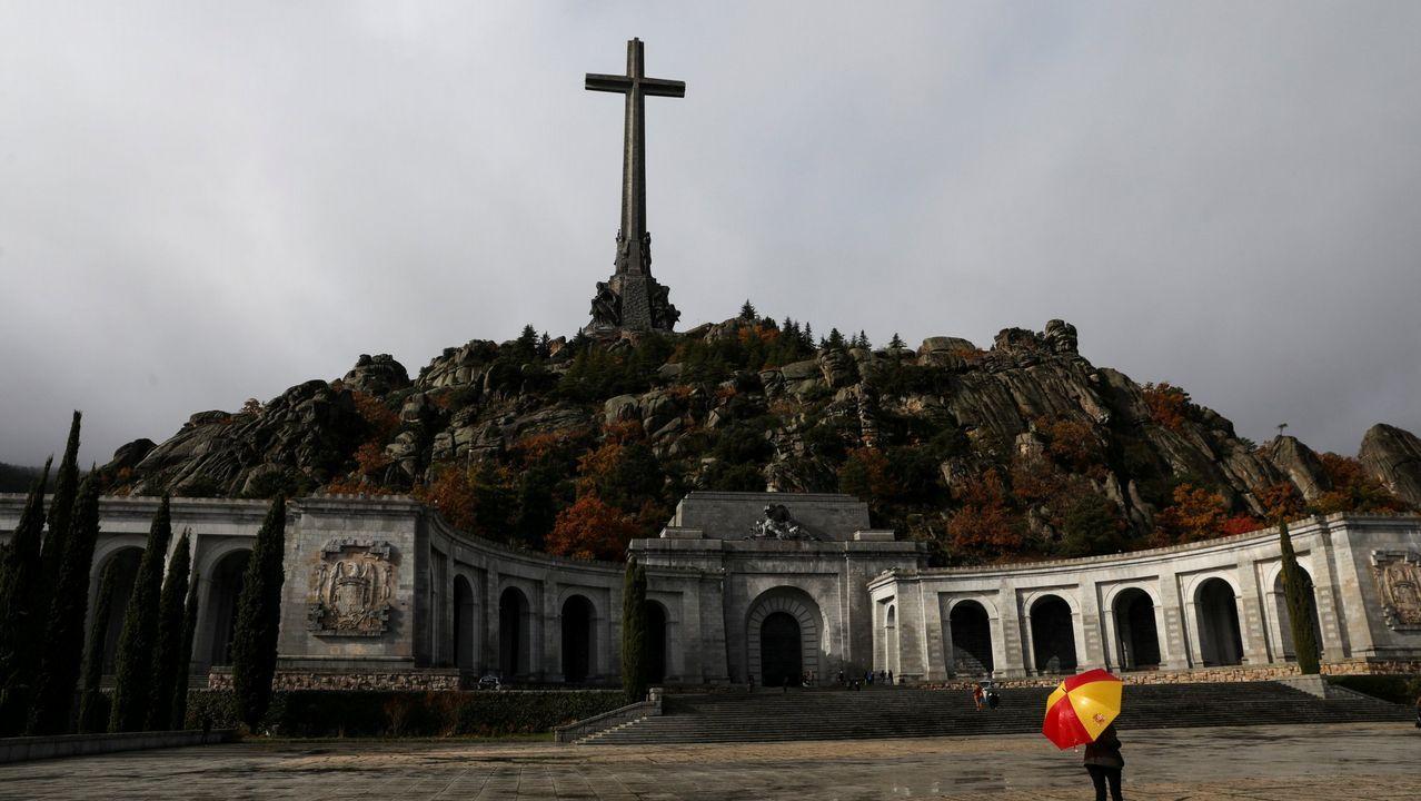 El prior deniega el acceso para exhumar a Franco.Visita de Francisco Franco y su esposa, Carmen Polo, a la iglesia de Santa María, San Sebastián