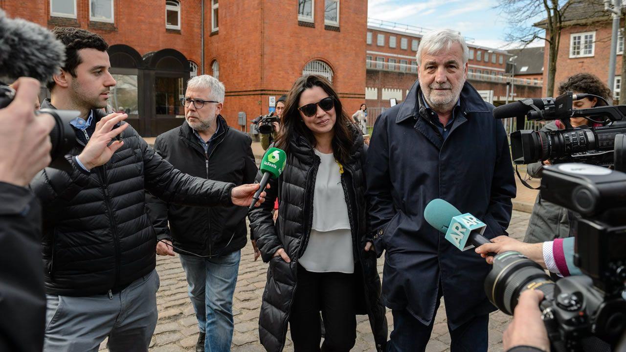 El 4 de abril de 2018 la esposa del expresidente catalán Carles Puigdemont, Marcela Topor, abandona la prisión de Neumünster (Alemania) tras visitar a su marido.  Puigdemont abandonó la cárcel el día 6 después de que fuese rechazada su petición de extradición.