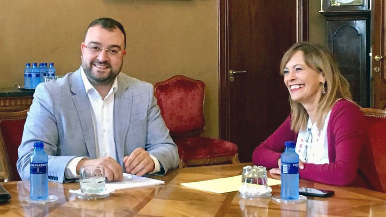 Adrián barbón y Ángela Vallina