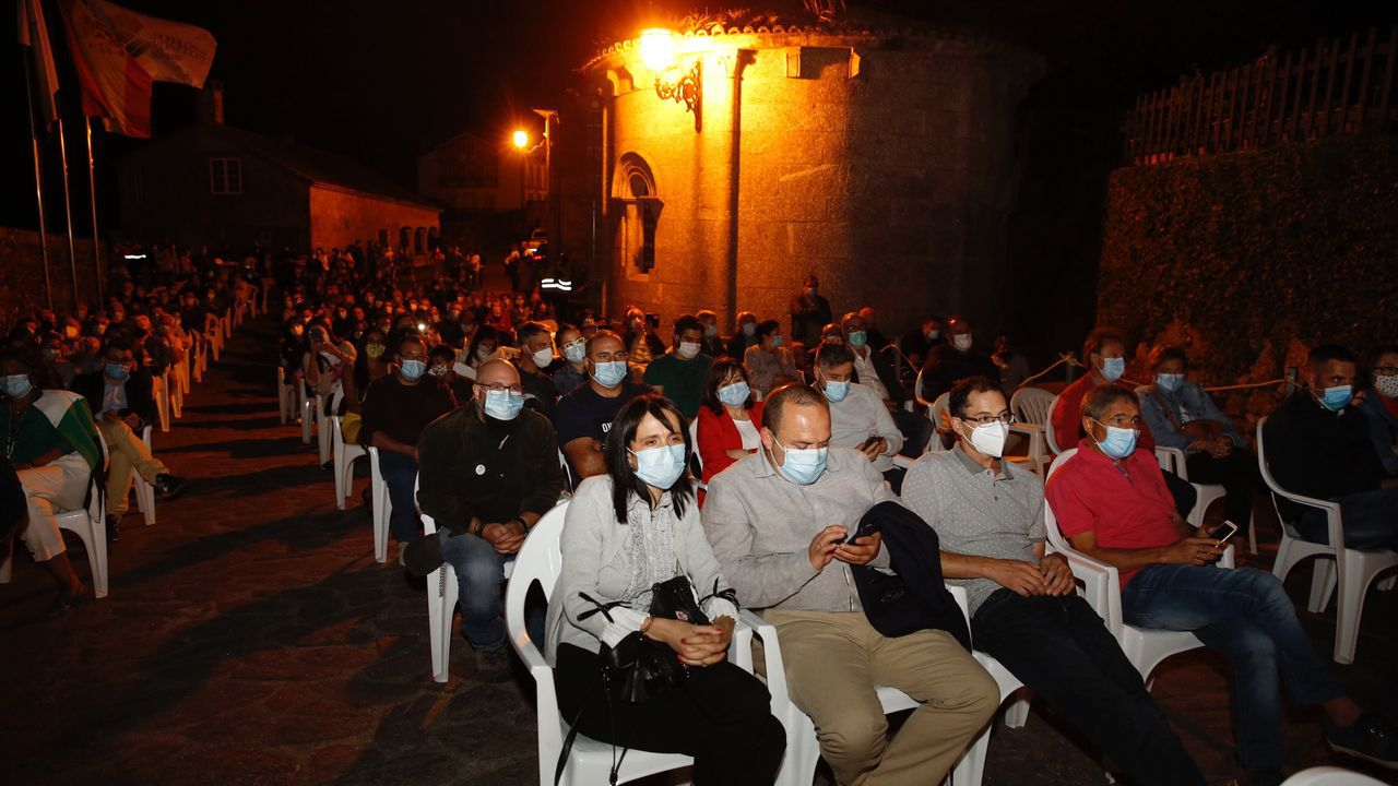 Los chefs de Estrellas Solidarios no Camiño promocionan la gastronomía y el paisaje gallego.Varios espectáculos recrearon el ambiente medieval en la Feira do Románico de Negreira