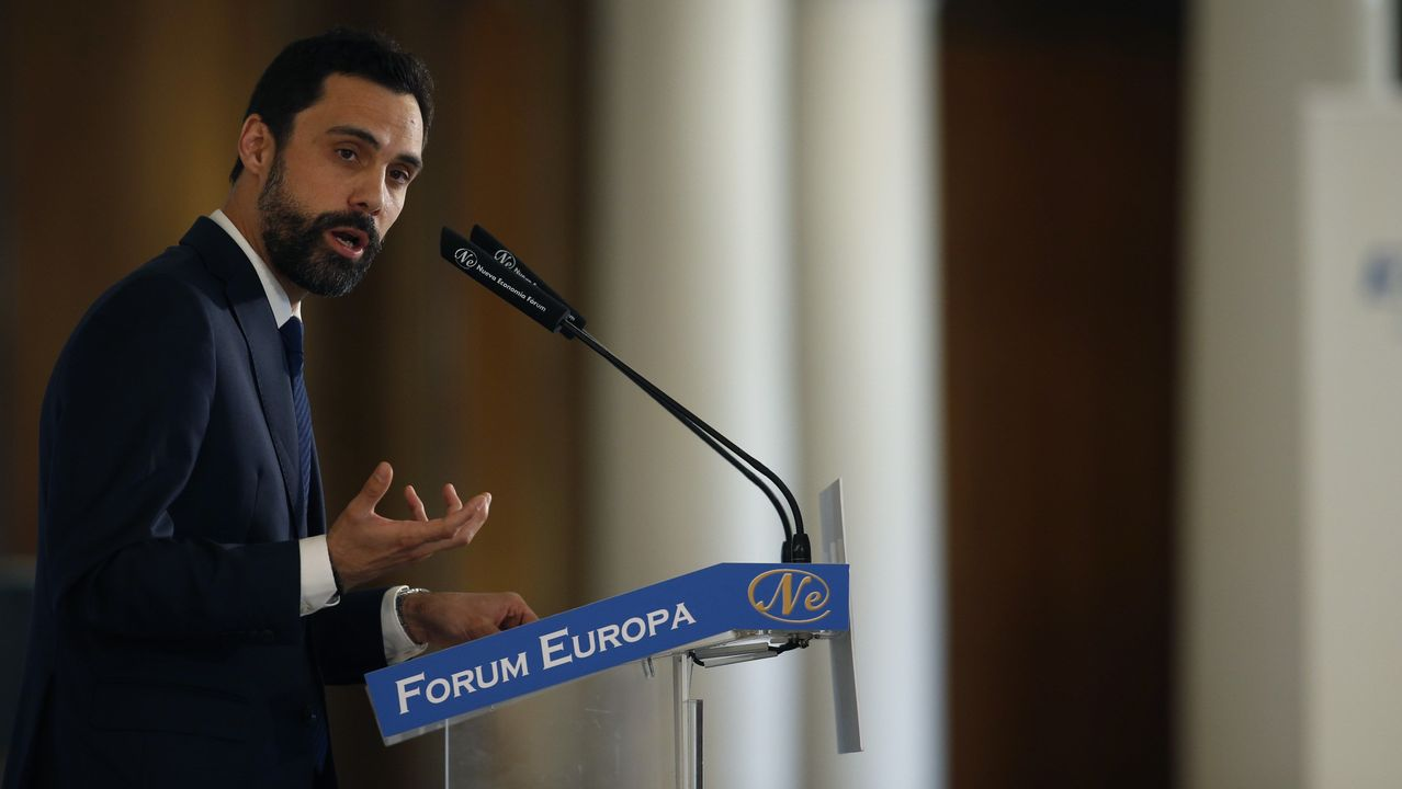 El presidente del Parlamento de Cataluña, Roger Torrent, interviene en la tribuna Fórum Europa