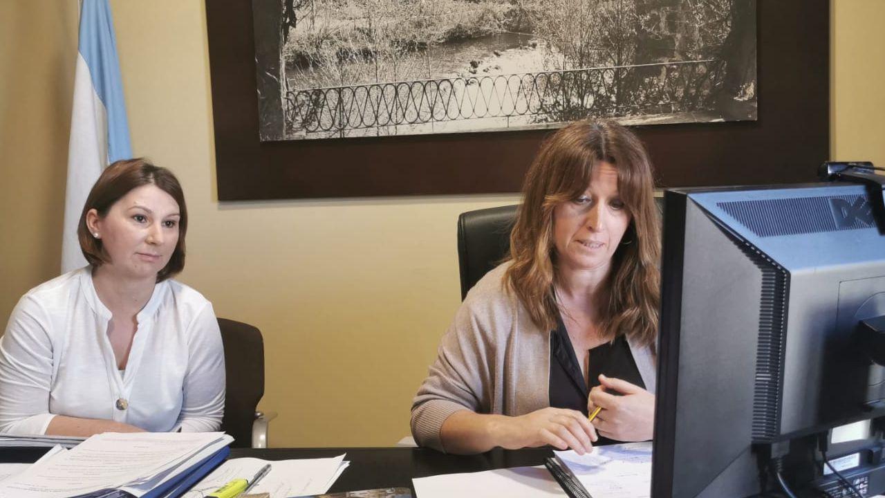 La alcaldesa Cristina Cid y la concejala María López presentaron el plan de reactivación económica