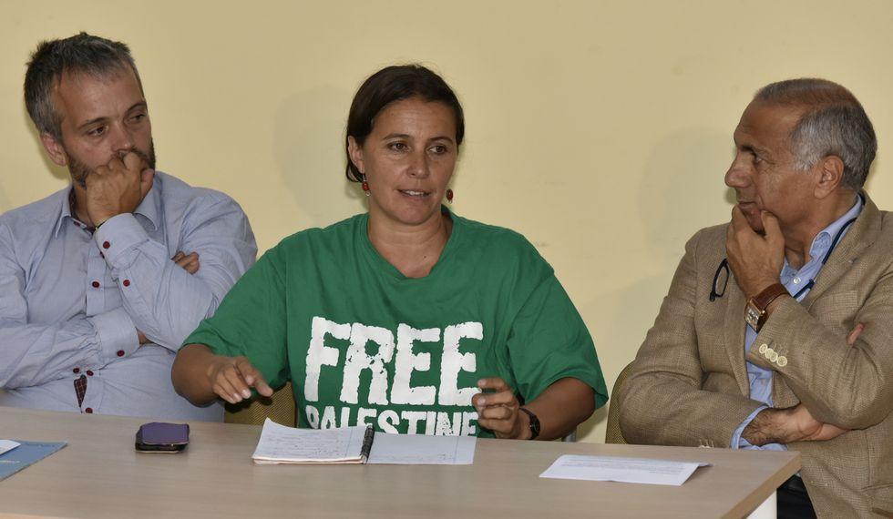 Domínguez, Miranda y Safa, ayer por la tarde en Corcubión.