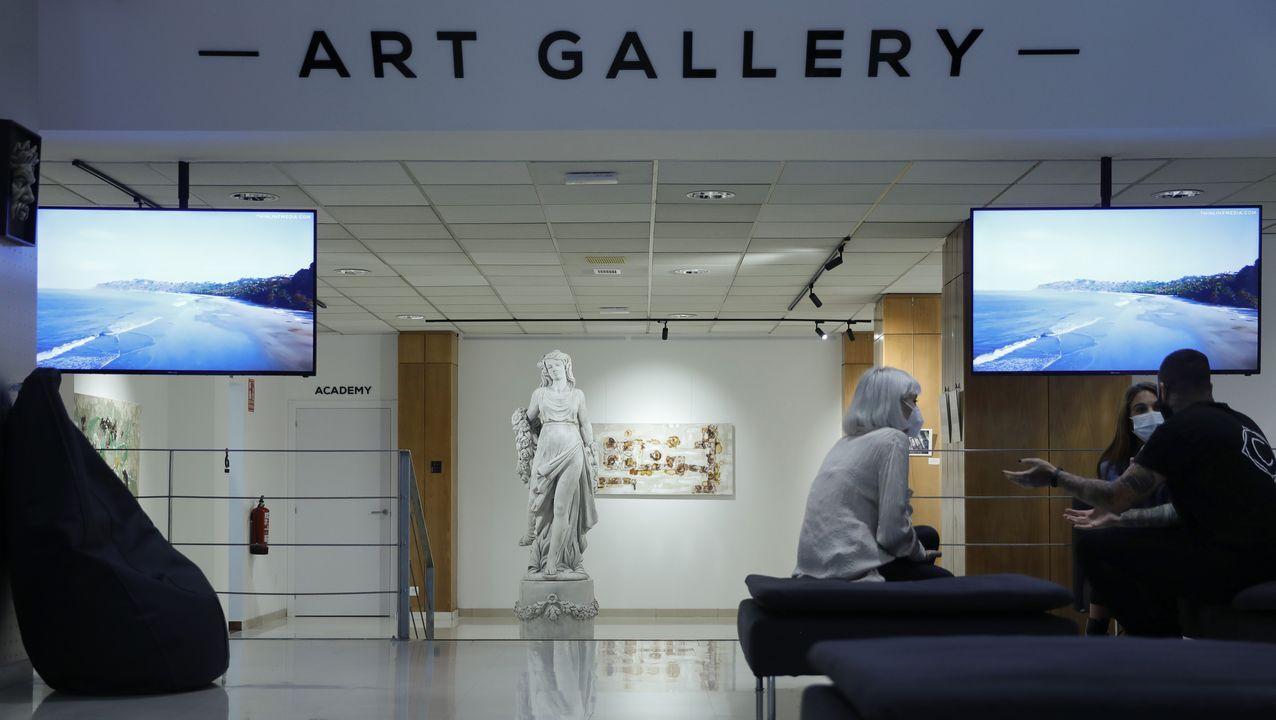 El estudio dispone de tres salas de espera, zonas de ocio y descanso para cualquier visitante