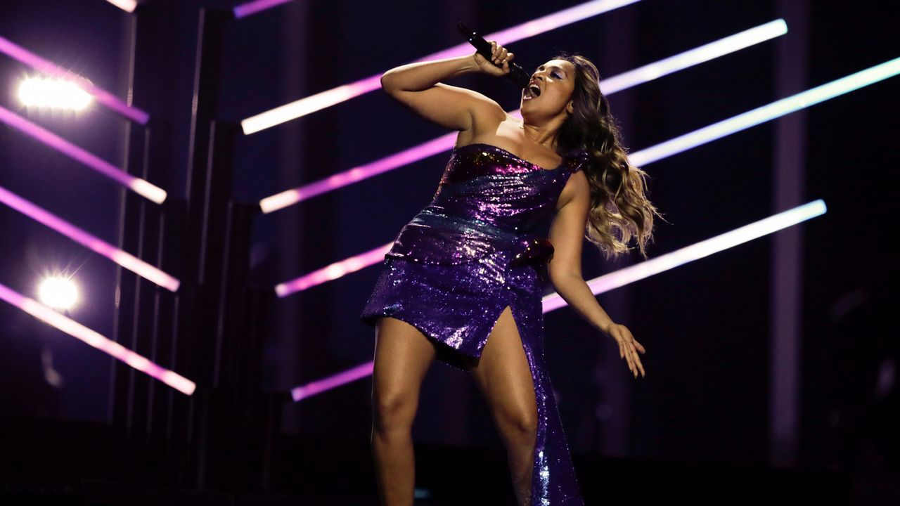 La australiana Jessica Maboy cantando «We got love»