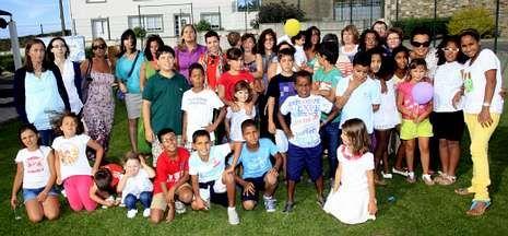 Los niños saharauis que pasaron el verano en Bergantiños disfrutaron de una fiesta en Malpica.