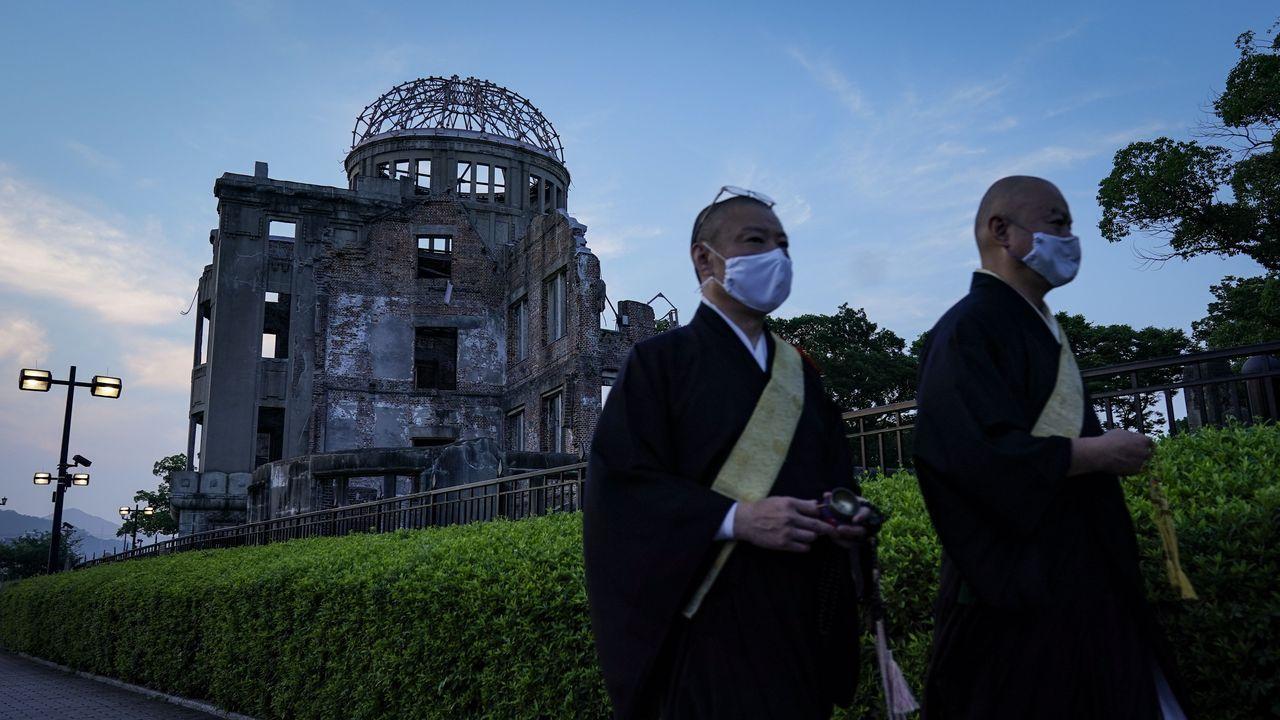 La marea negra tiñe la costa deisla Mauricio.Este jueves se celebró un homenaje en Hiroshima en honor a las victimas de esta localidad y Nagasaki, por el 75 aniversario del lanzamiento de bombas de EE.UU. que arrasaron ambas ciudades
