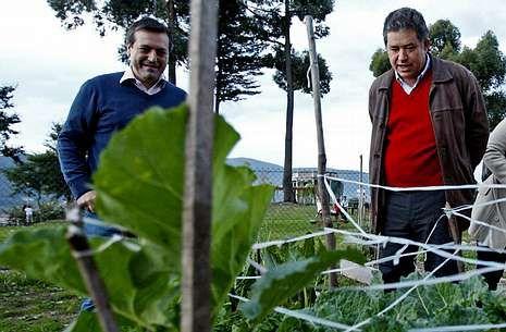 Bará y Lores, en una visita a la huerta urbana de Monte Porreiro el pasado mes de noviembre.