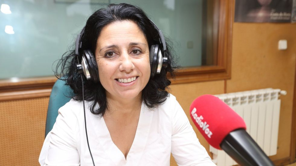 Margarita Lamela, alcaldesa de Cee, en una visita a Radio Voz anterior a la pandemia