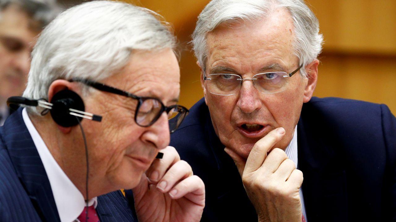 Juncker y el negociador del «brexit»,Michel Barnier, durante su comparecencia ante la Eurocámara