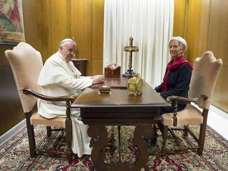 Los terroristas remataron a sangre fría a un policía.Francisco se entrevistó con Lagarde en el Vaticano.