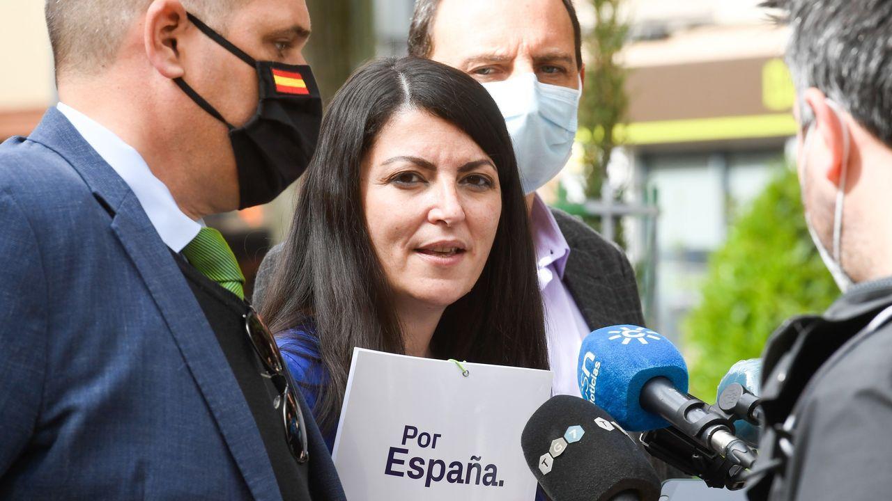 Así es la casa que el juzgado de Lugo subastó desde un céntimo.Agentes de la Policía intervienen en A Coruña, en el barrio de A Sardiñeira, ante una okupación