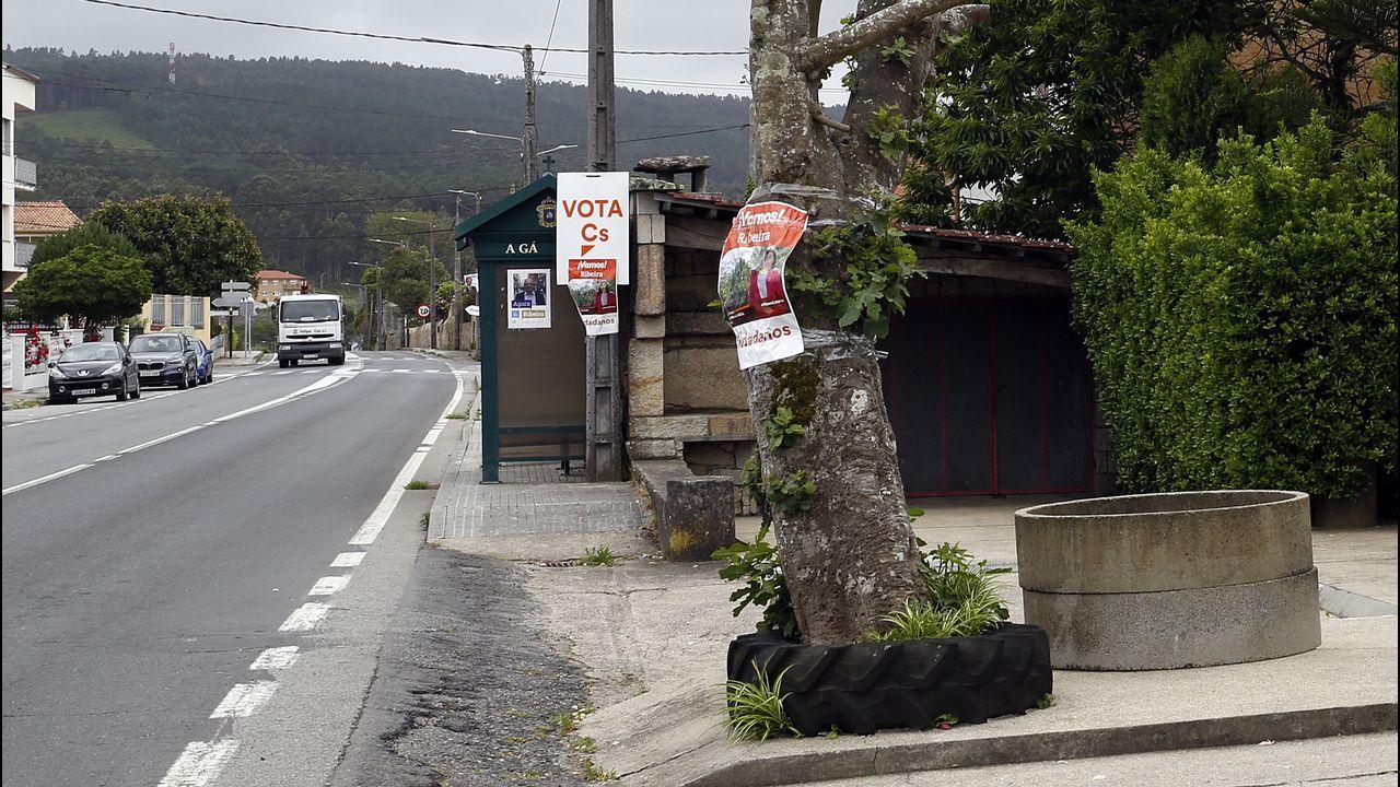 Carteles electorales en los lugares más insospechados.Ánxela Franco, en una foto de marzo del 2018