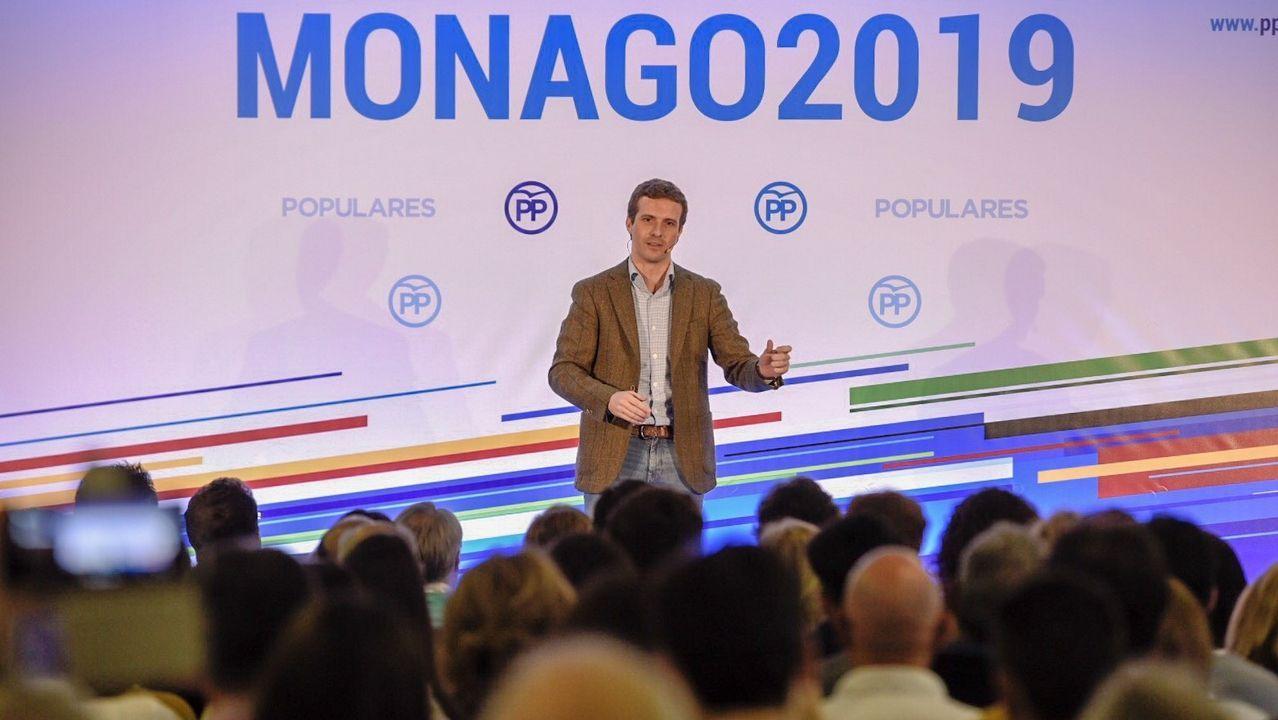 Moreno y Marín, en el centro, con los equipos negociadores de Ciudadanos y PP, presididos por Villegas y García Egea