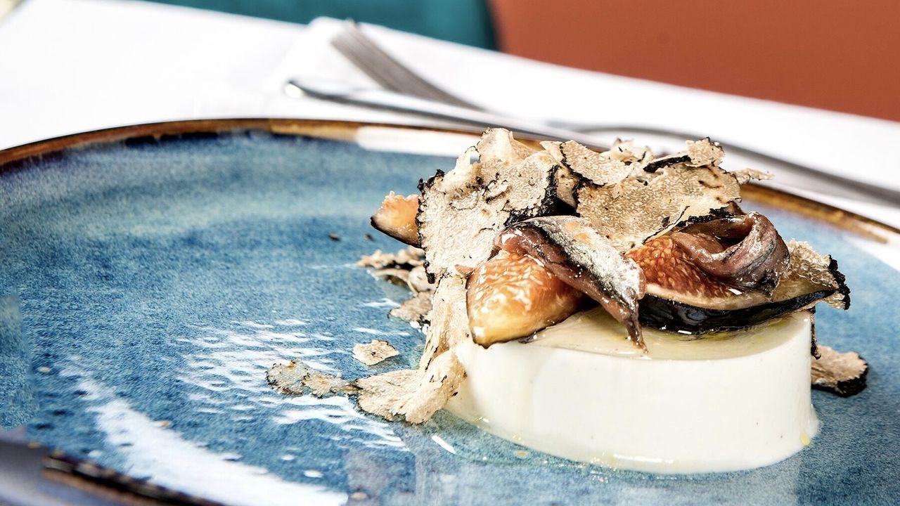 Restaurante Noi. Gianni Pinto se ha convertido en un referente de la cocina italiana con platos como la pannacotta ahumada, anchoa y tartufo bianco.