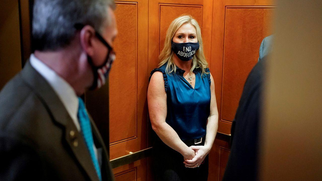 Marjorie Taylor Greene abandona la reunión de republicanos en el Capitolio celebrada el miércoles