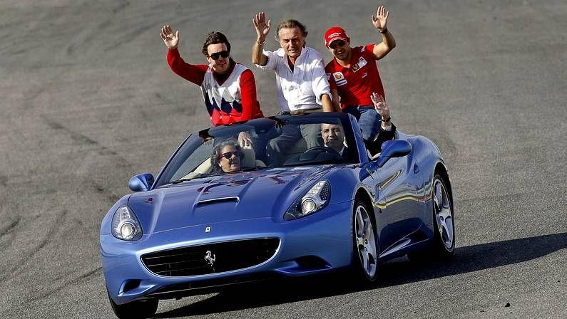 Homenaje a Schumacher.Camps y Barberá, en un Ferrari en el GP de Valencia del 2009