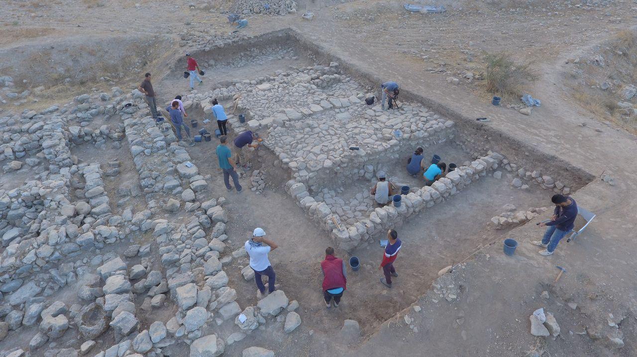 Imagen aérea de la zona en la que está excavando el equipo en el yacimiento de Tell el-Far'a