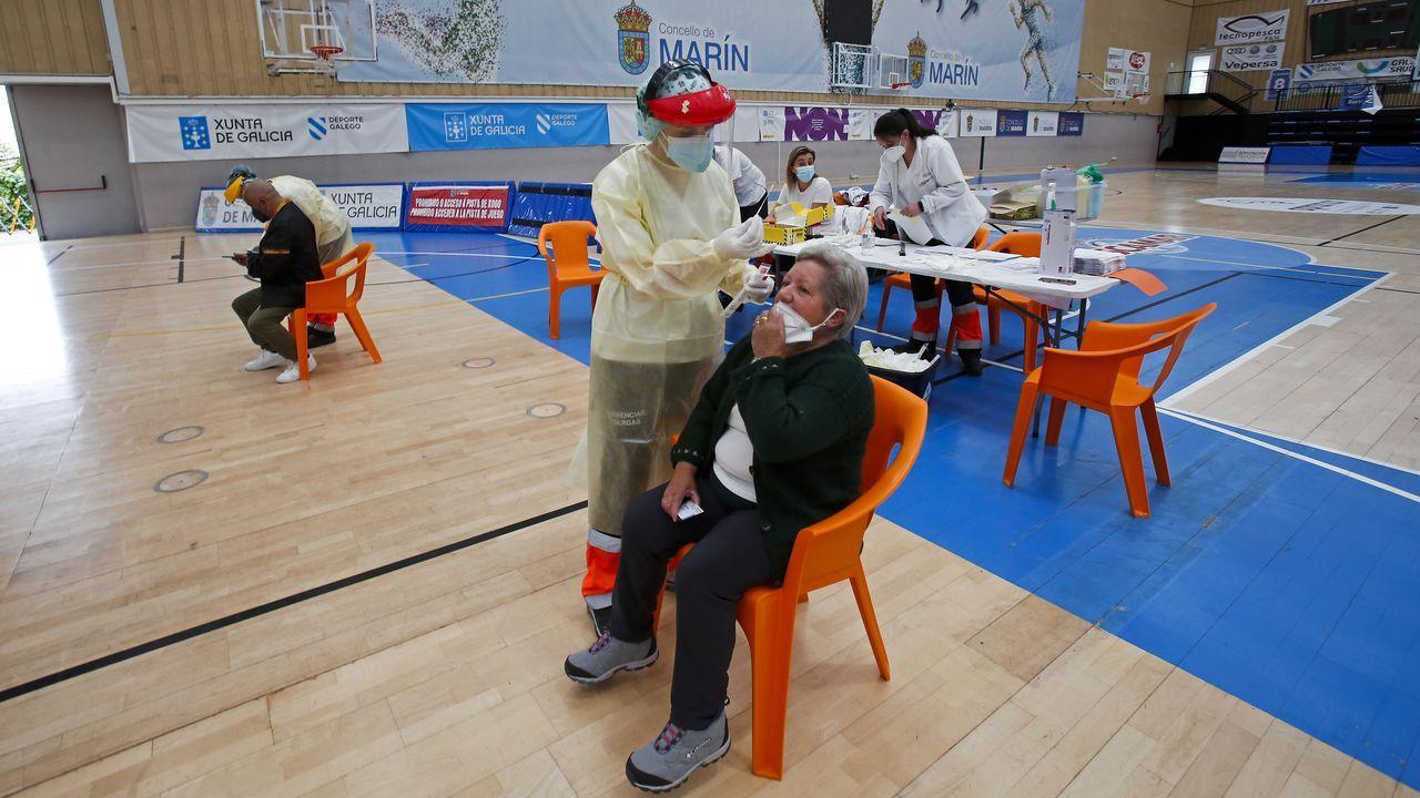 En el pabellón de A Raña, en Marín, está en marcha un cribado para vecinos de 50 a 64 años