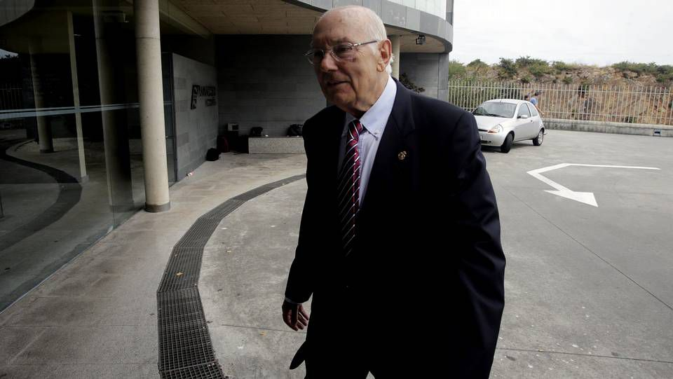 Amancio Ortega llega al tanatorio Servisa