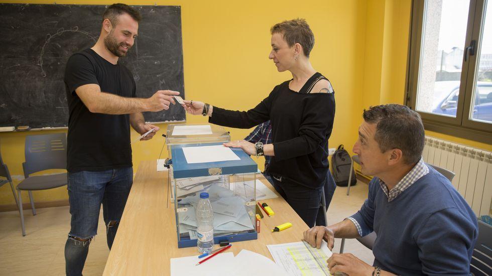 Jornada de elecciones. Votaciones en Baio