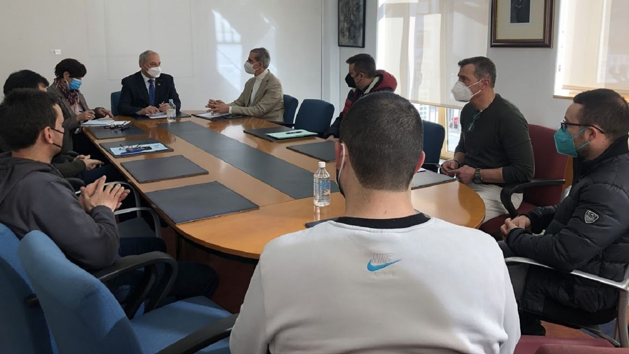 El alcalde presidió en la casa consistorial una reunión en la que quedó constituida la gestora