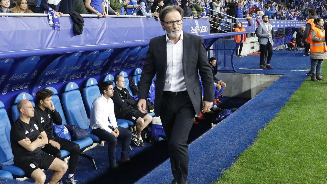 Autobús del Real Oviedo llegando al Carlos Tartiere