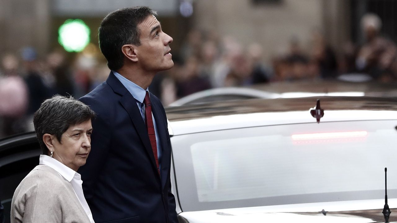 Pedro Sánchez, con la delegada del Gobierno en Cataluña, este lunes, durante su visita a Barcelona