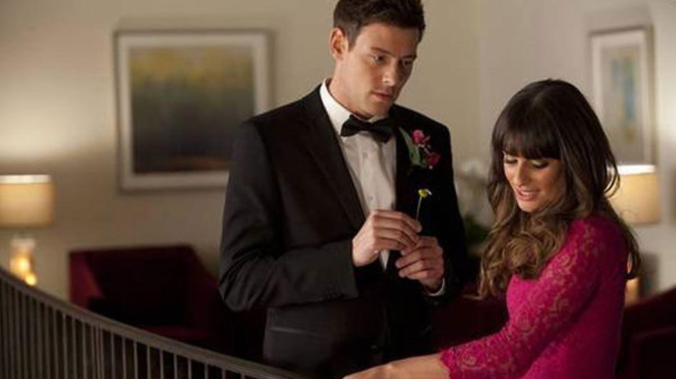 Lea Michele y Cory Monteith, los protagonistas de la serie «Glee» se conocieron en 2009, pero su romance detrás de las cámaras no comenzó hasta dos años más tarde. La actriz tuvo que enfrentarse el año pasado al fallecimiento de su joven novio.