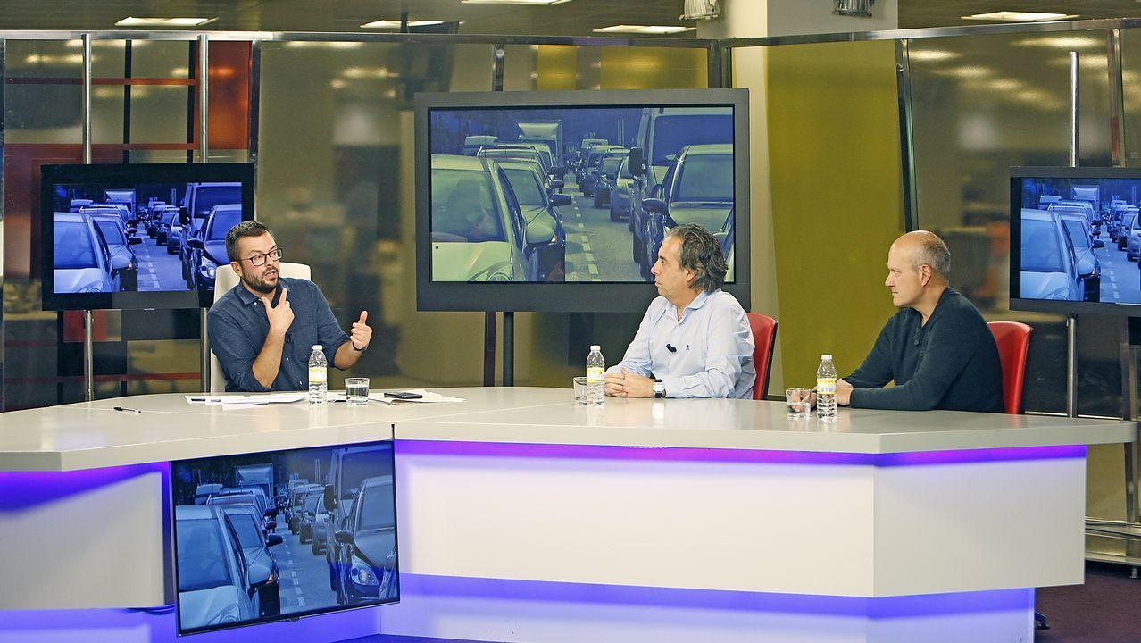 La televisión en blanco y negro sobrevive en Padrón.Amancio Ortega y su mujer, Flora Pérez Marcote