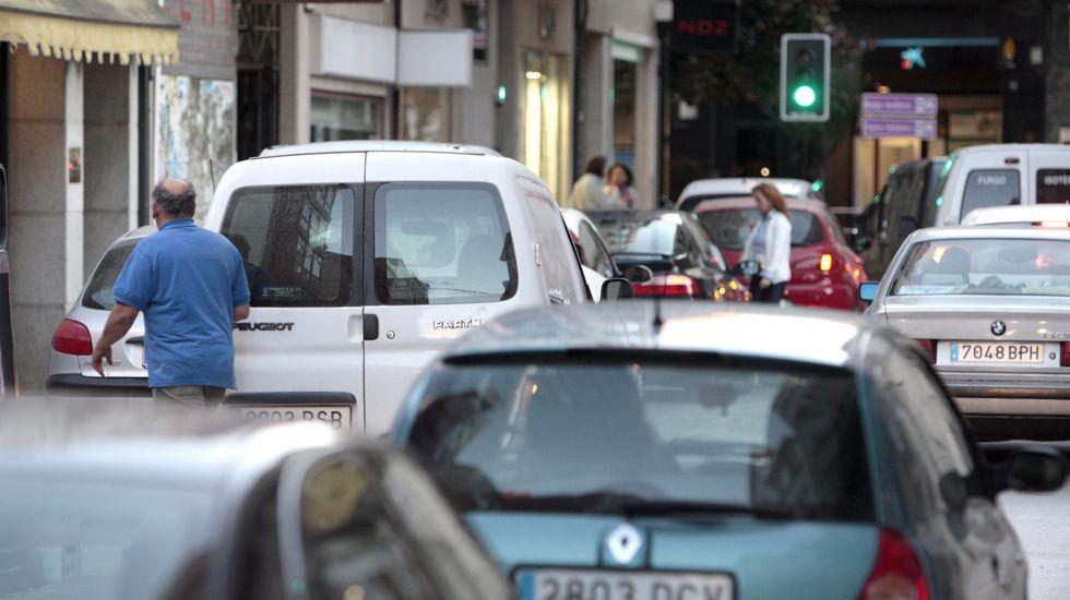 Tráfico en la calle Huertas, en una fotografía de archivo