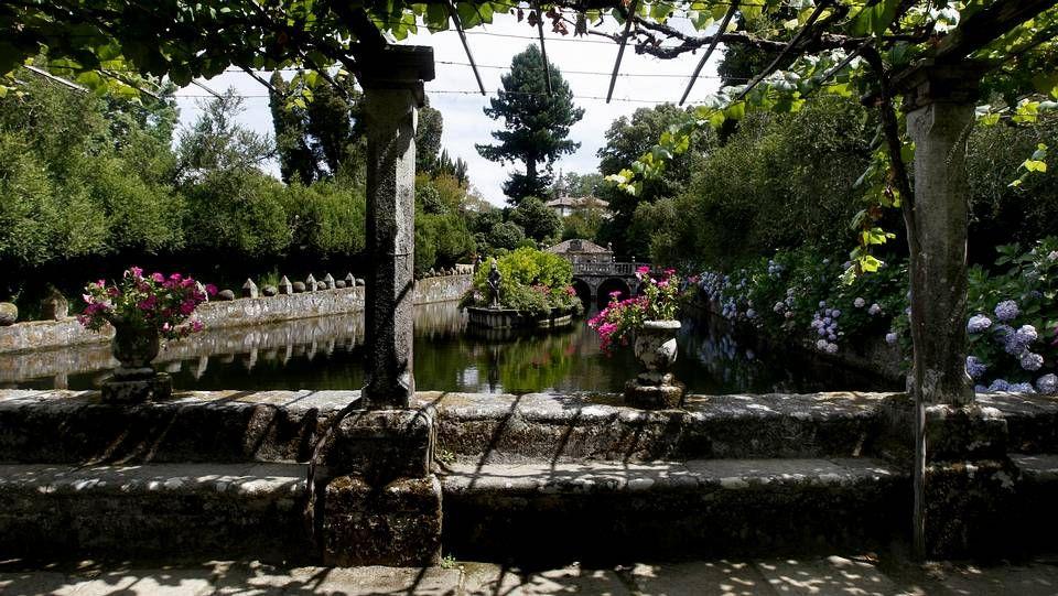 Pazo da Oca en A Estrada está considerado como el Versalles gallego por la belleza de sus jardines. Fue escenario de rodaje de numerosas películas