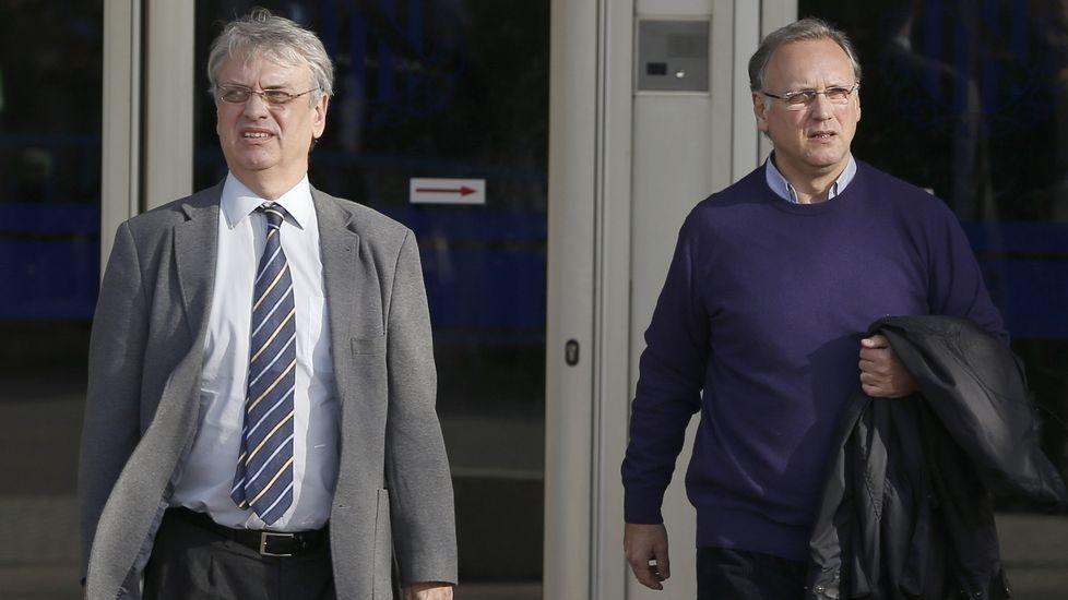 El exsecretario de Instituto Nóos Miguel Tejeiro y su abogado, durante un descanso del juicio.