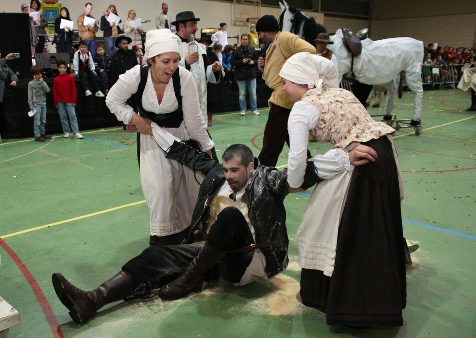 El primer premio de comparsas fue para una divertida y pícara versión del Quijote.